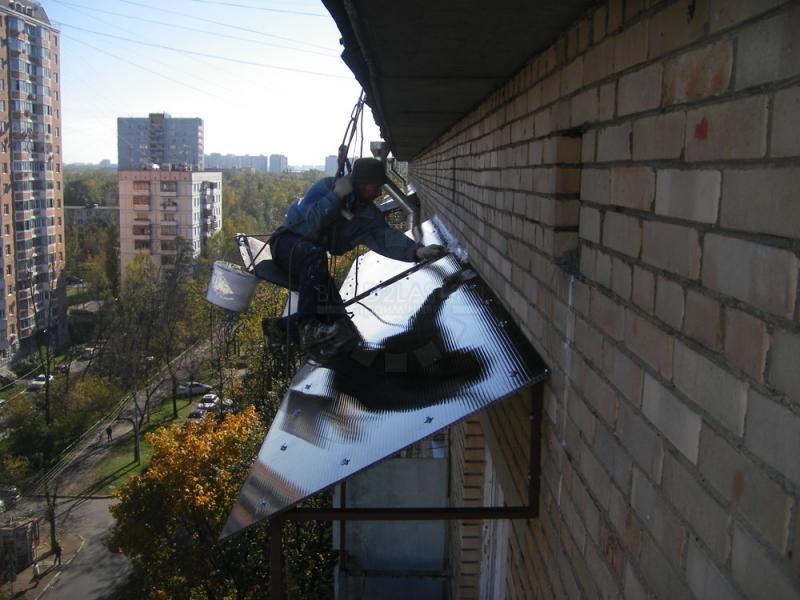 Ремонт и установка козырька над балконом