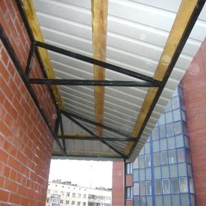Односкатная крыша балкона