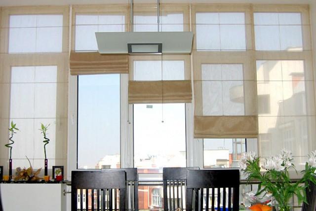 Рулонные шторы на кухню с балконом