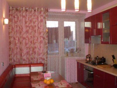 Шторы на люверсах на кухню с балконом