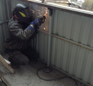 Укрепление парапета балкона с помощью сварки