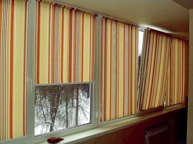 Римские шторы на балкон из плотной ткани