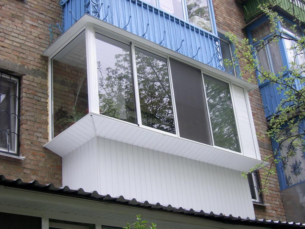 Балкон в своем доме из пластика