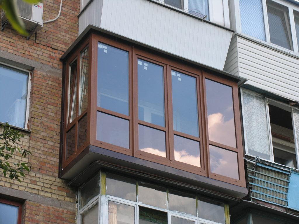 Пластиковые стеклопакеты на балконе