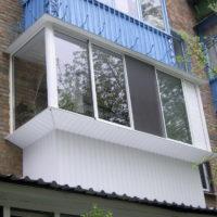Остекление балкона пластиковым профилем